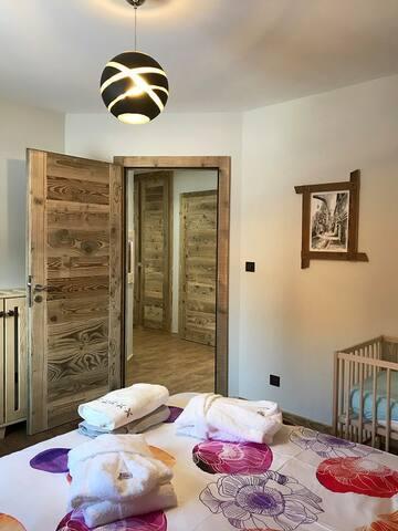 Chambre 2 avec lit bébé