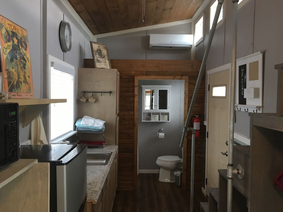 blue aggie tiny house at community first village tiny houses for rent in austin texas. Black Bedroom Furniture Sets. Home Design Ideas