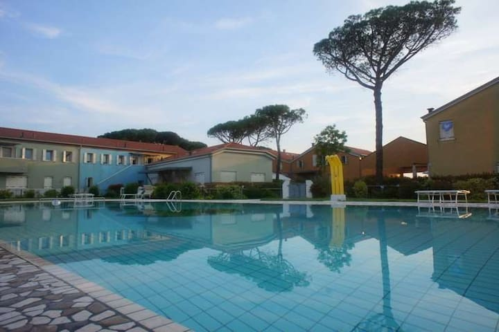 Relax in the green and beautiful pool - Jesolo - Townhouse