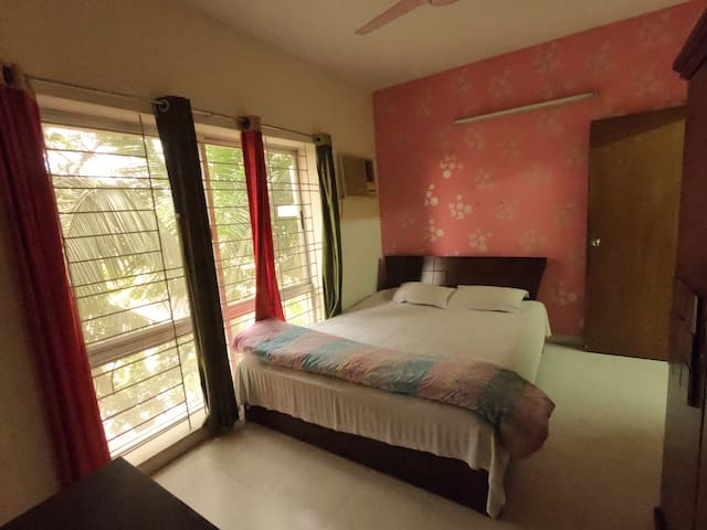 Lake View Fully Furnished  Apt. Gulshan-1, Niketon
