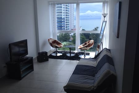 Beautiful Ocean View Apartment - โคโรนาโด