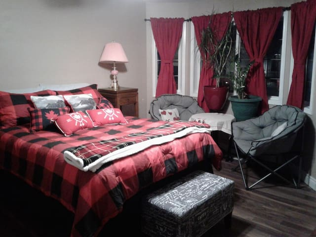 Executive room - queen bed and breakfast