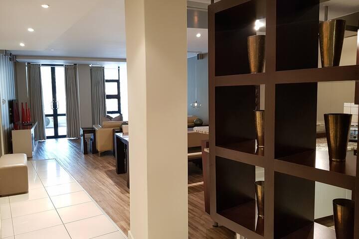 2 Bedroom luxury Apartment w/Balcony in Sandton