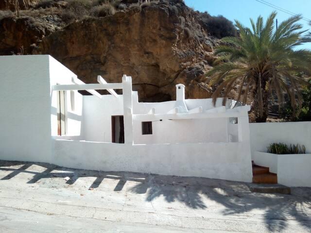 casa-cueva a 70 mts del mar