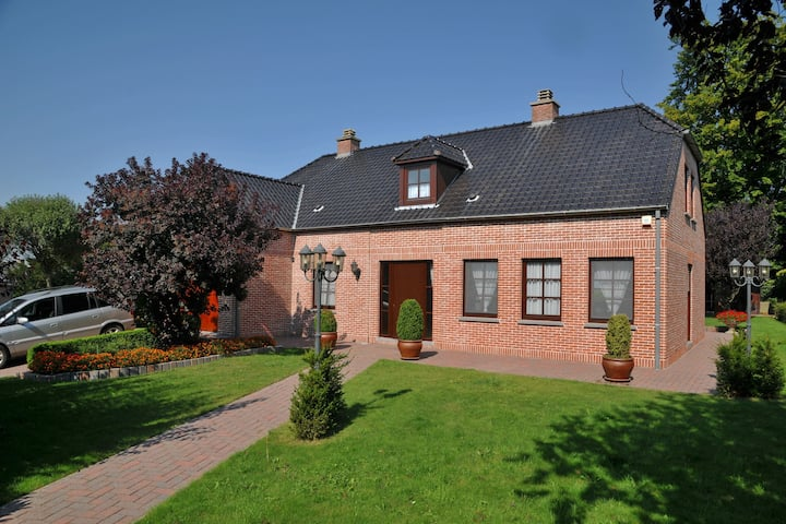 Stationed between Namur and Li�ge, holiday home with terrace and garden