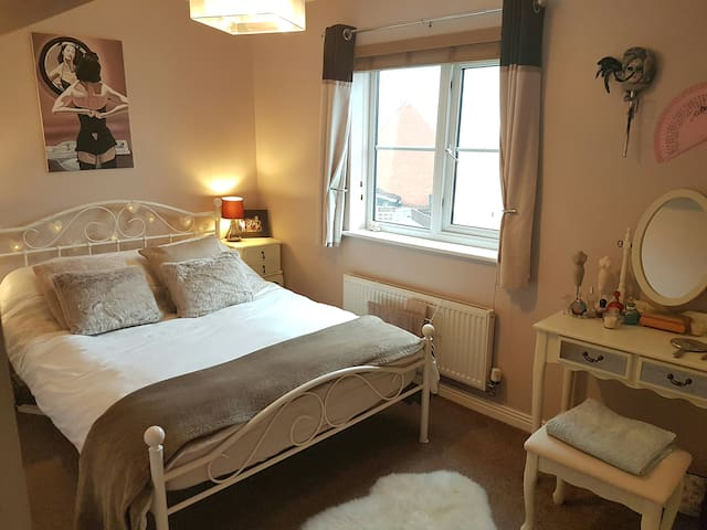 Just reduced, Double bedroom, bathroom,conservator