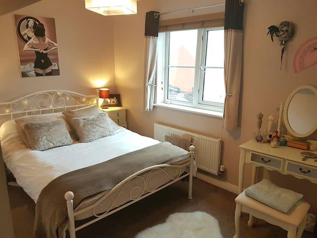 Just reduced, Double bedroom, bathroom,garden