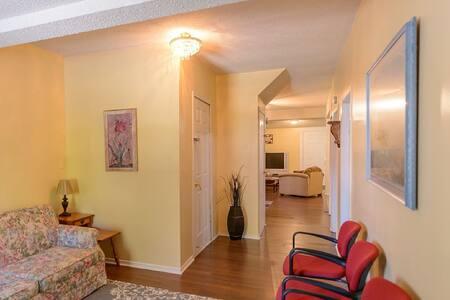 Beach Escape 3, Spacious Vacation Rental Property - Fort Erie - Casa