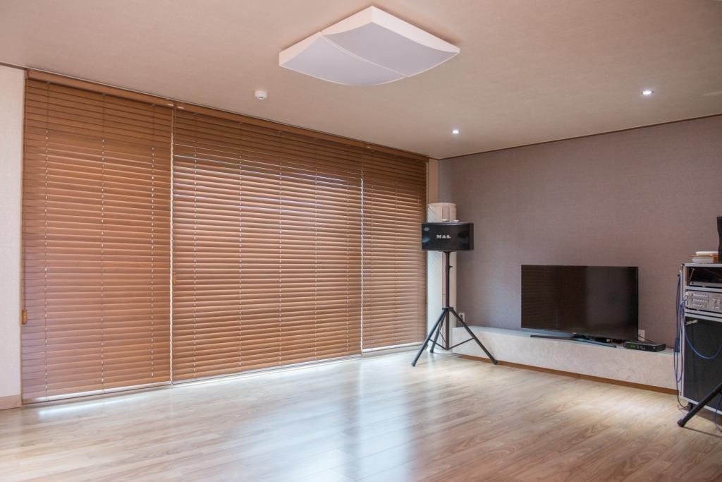 노래방 시설 겸비된 넓은 거실