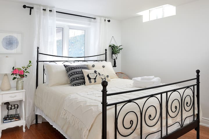 Cozy private basement w/ queen bed + walking trail