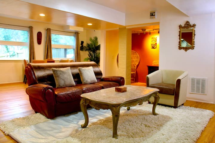 Private, Chic Retreat w/Free Parking+5 Mins to DC!