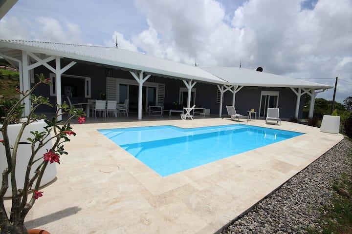 Villa Aurora: piscine, terrasse vue mer