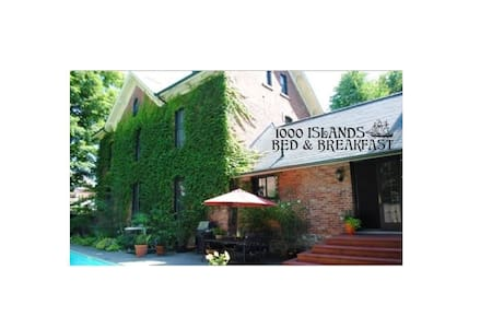1000 Islands B and B, $per room 2 pers max,  4 rms - Brockville - Bed & Breakfast