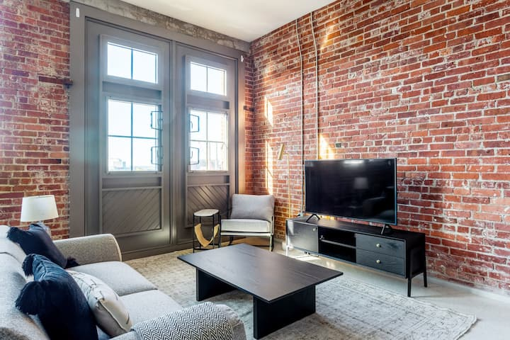 Lux Charlestown 1BR w/ W/D, Roof Patio, Doorman, by Blueground(BOS309 )