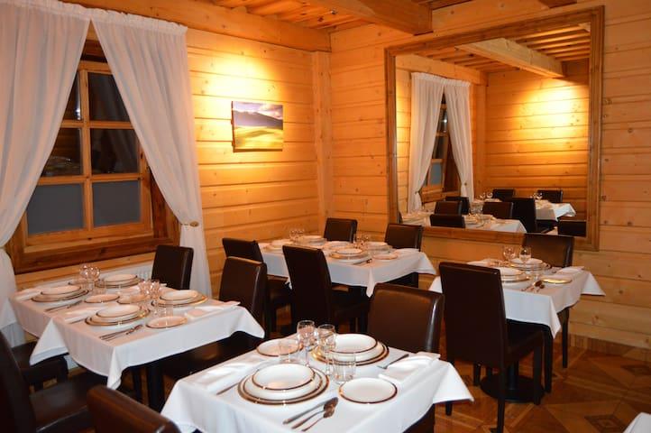 Elegant guesthouse in historic Osturňa - Osturňa - Bed & Breakfast