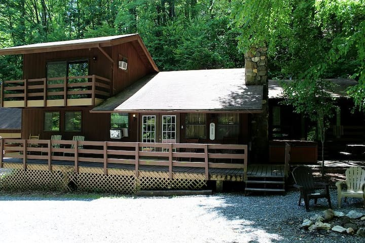 Rustic Lodge with Private Waterfall!