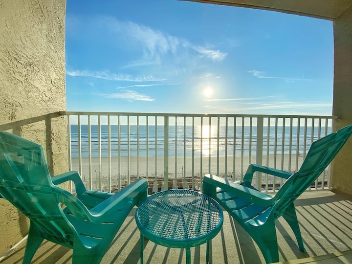 Ocean View King Size Bed Studio in Daytona Beach!