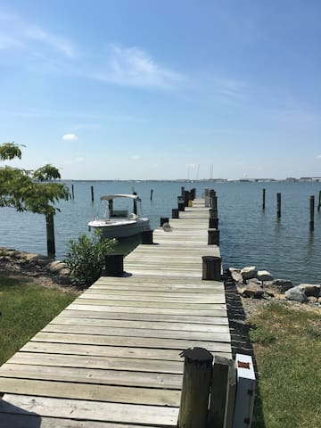 Waterfront Escape on the Bay - Norfolk - Apartment