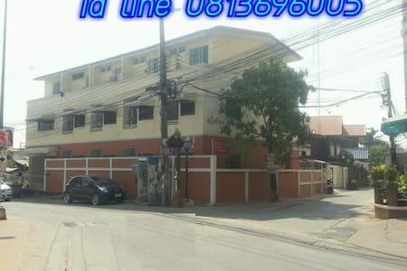 ทวีทรัพย์อพาร์เมนท์ ( Thaweesap Apartment )