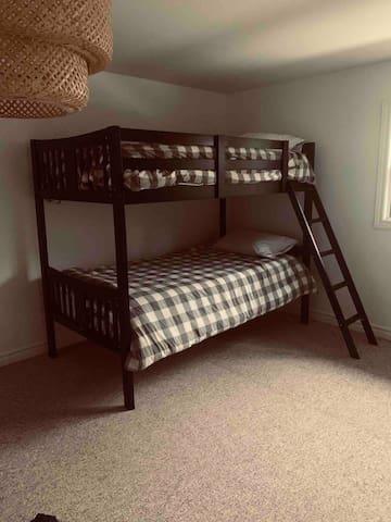 Upstairs bunk room - 2 bunks (sleeps 4)