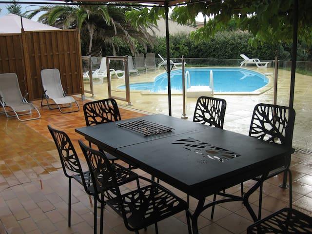 120 m2, 3 chambres parking et piscine à La Ciotat