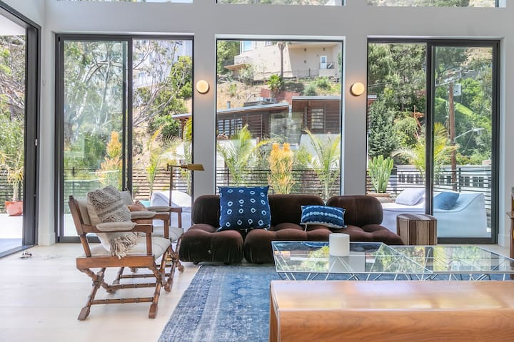 NEW! West Hollywood Villa w/ Heated Pool & Hot Tub