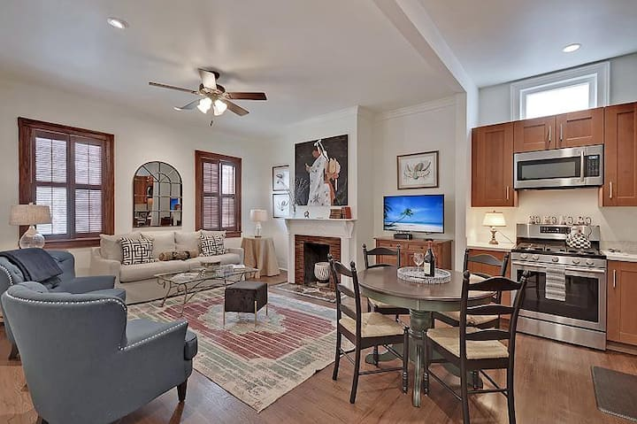 The Radiant Retreat (Historic Downtown) - 2 King Bed/2 Ensuite Bath Condo