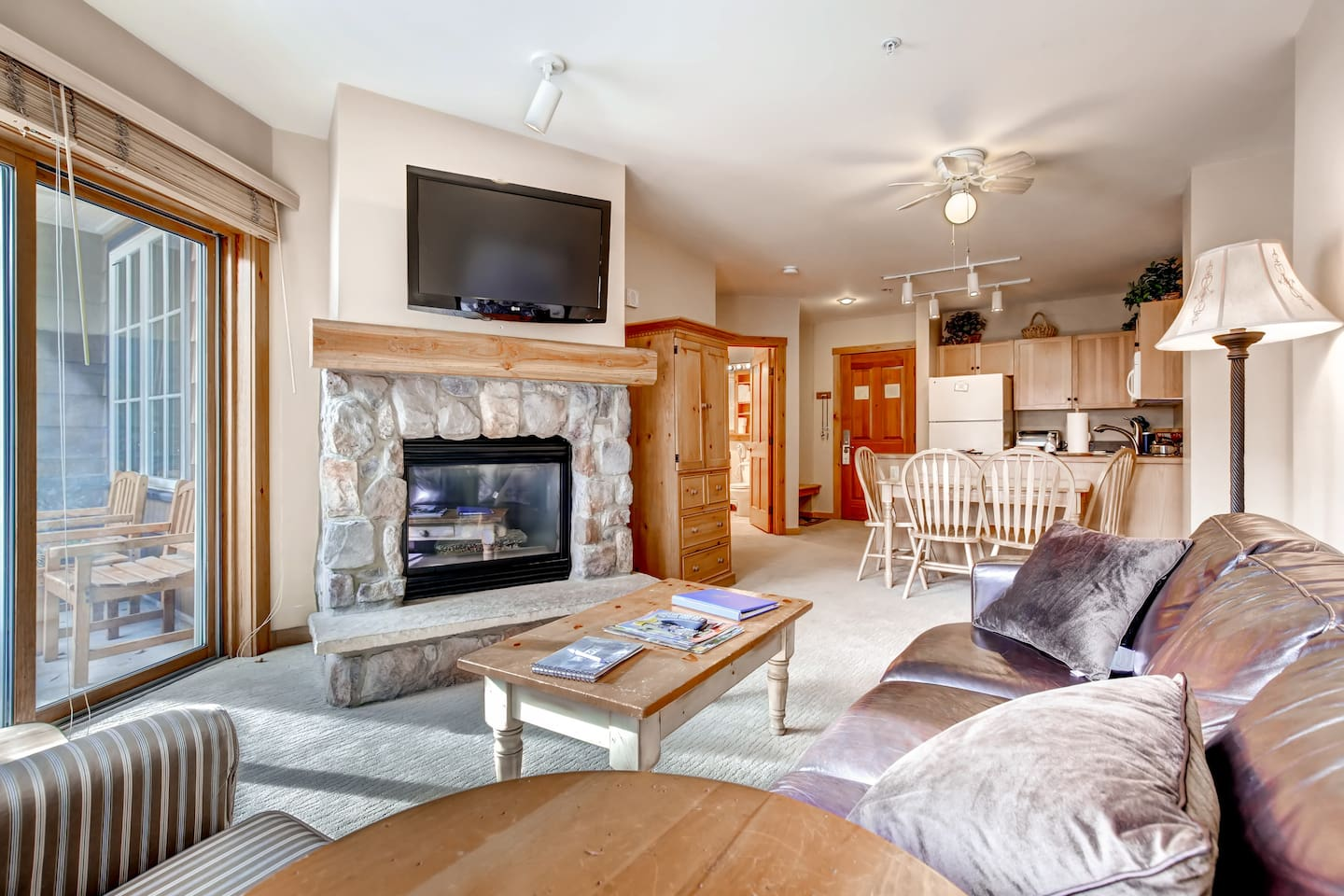 Cozy living area with spectacular Keystone Mountain views. Perfect for the whole family.