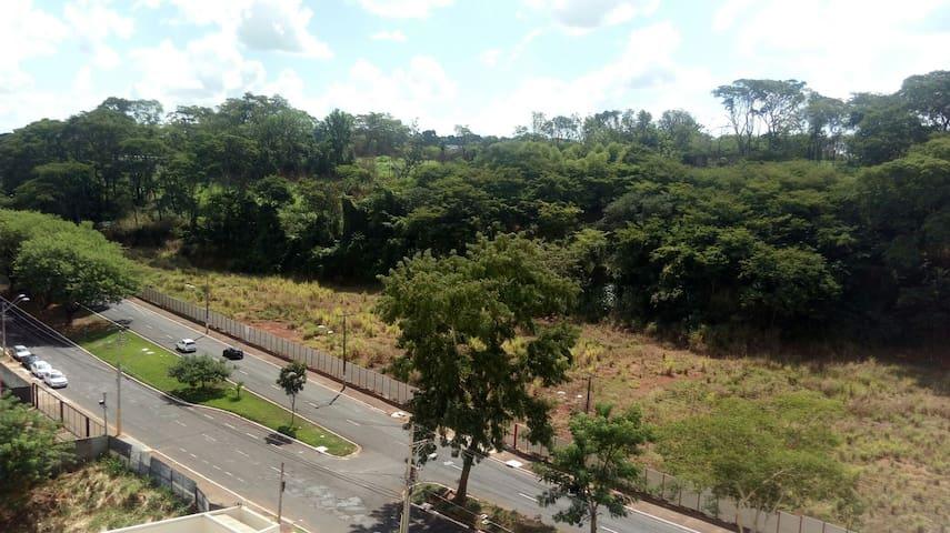 Quarto confortável ao lado da USP - Ribeirão Preto - Lägenhet