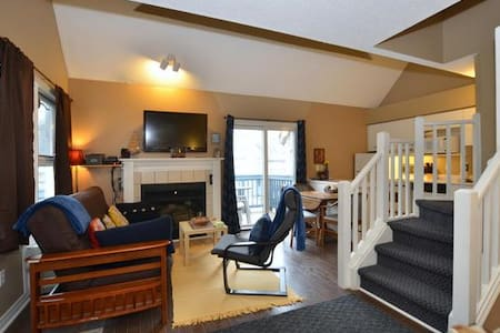 Charming 2 Bedroom, 2 Bath Condo Next to Slopes - Kondominium
