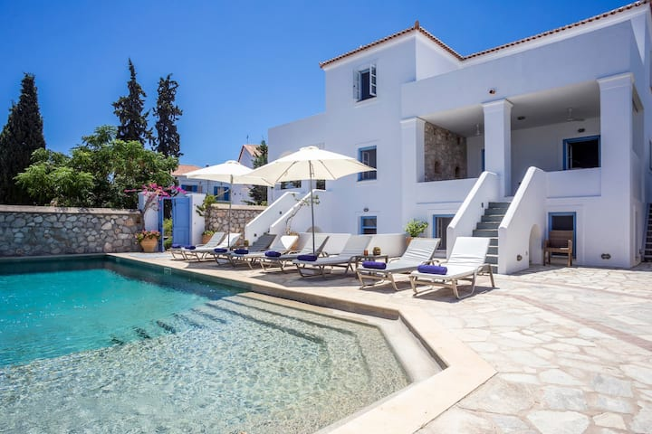 Athena Luxury Villa in 320sq.m with private pool
