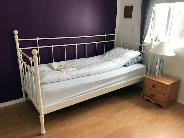 Lovely Single Room - Akureyri - Huis
