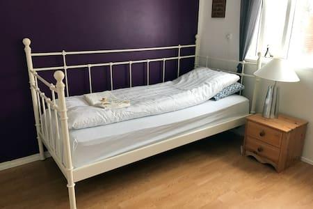 Lovely Single Room - Akureyri - Ev