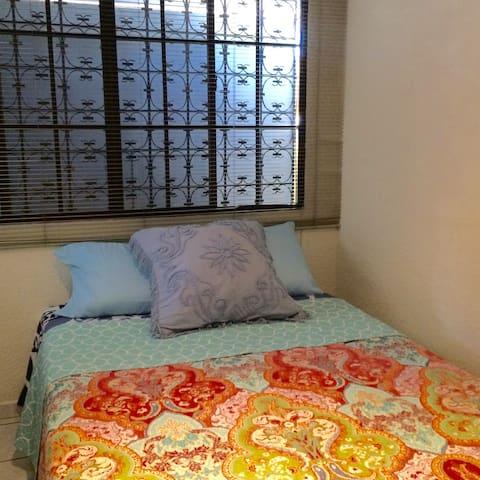 Cuarto 1 principal, cama de 1.40 mts, matrimonial