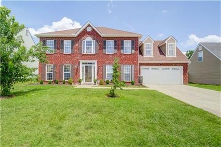 Beautiful 2 story Nashville home - Spring Hill - Casa