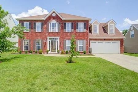 Beautiful 2 story Nashville home - Spring Hill - Ház