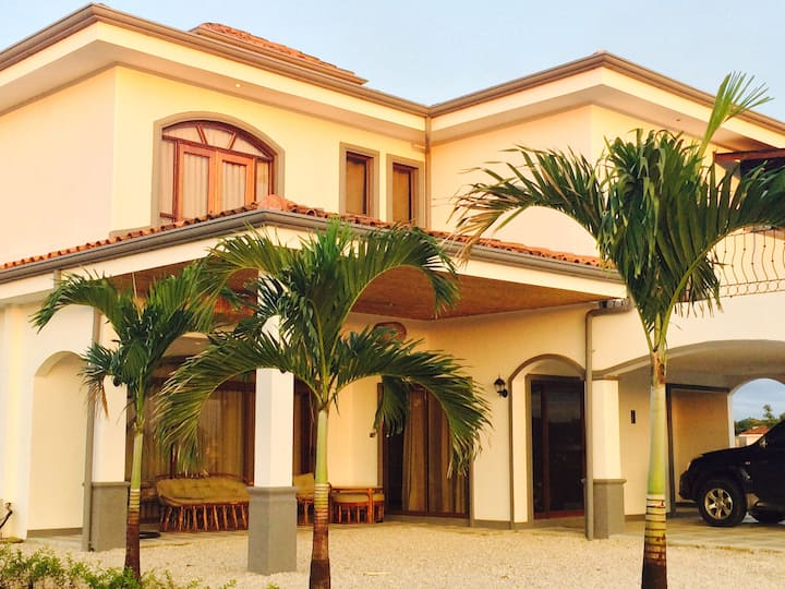Big house just 15 min from Liberia Intl Airport