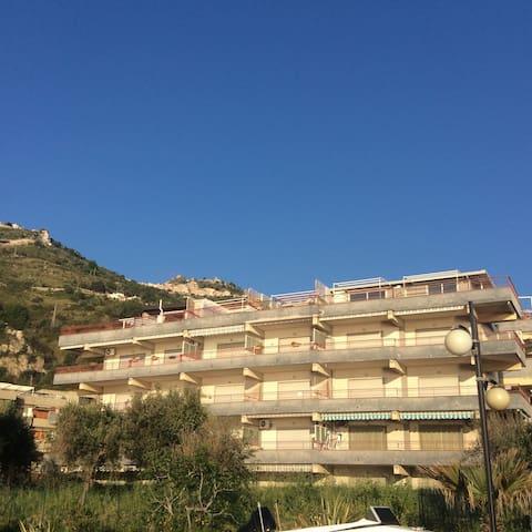 Baltimora Palace 46 - Sant'Alessio Siculo - Pis