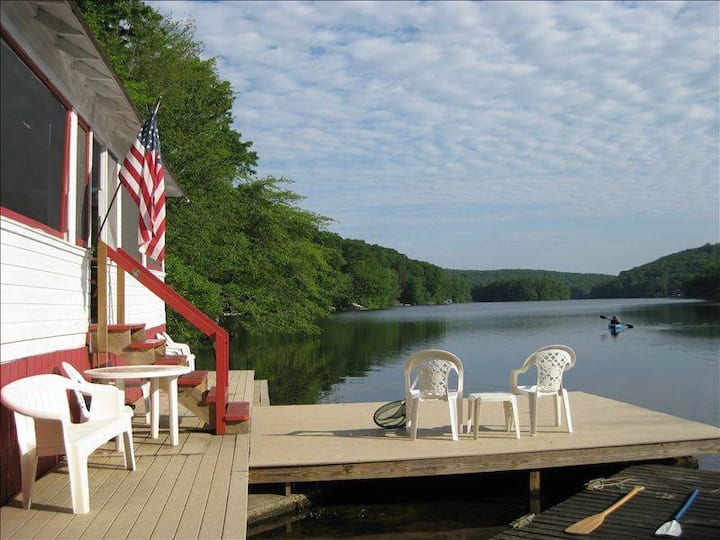 Quiet & Cozy Lake Cottage, 10 minutes to Mystic!