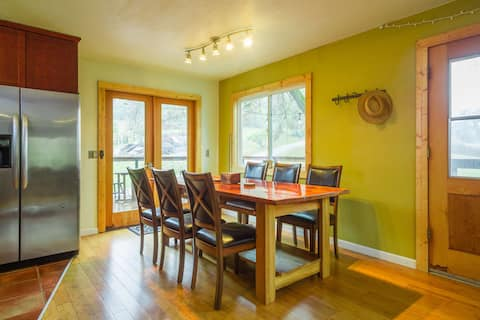 Private 85 Acre Country Guesthouse Next to City!