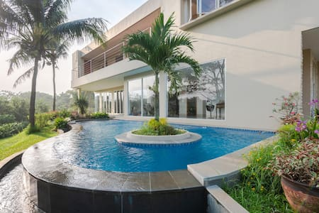 Luxury Mansion in Quiet Surrounds 24 security
