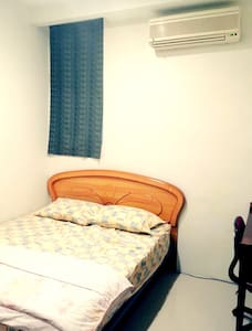 C-> 居家風,近台北車站、善導寺站、華山藝文中心、中山站的溫馨舒適的雙人房