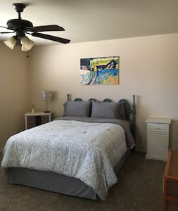 Master Bedroom/Private Bathroom near Yosemite