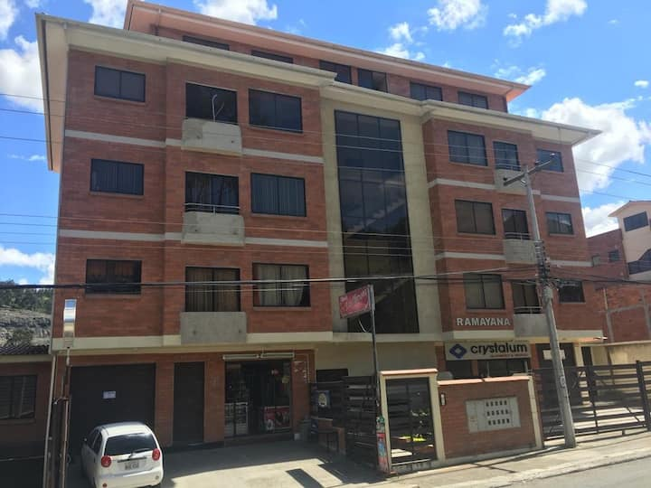 3BR Duplex, Parking, Laundry, 24hr vídeo security.