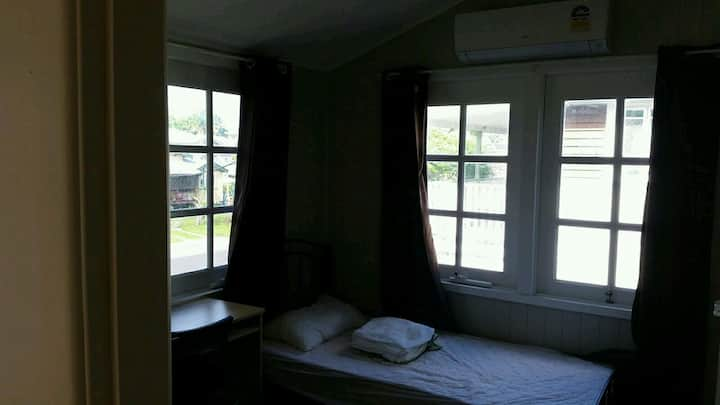 Share house city cairns single room