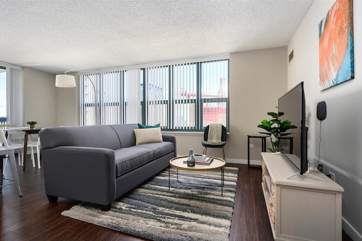 Kasa | Chicago | Ideal for Long Stays + W/D, Dishwasher, Walk to Red Line