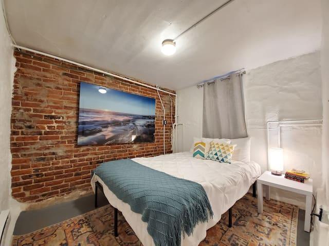 Beautiful Basement Suite in Cozy Neighborhood