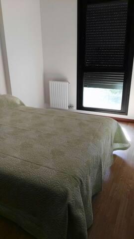 Acogedora habitación con garaje - Santovenia de Pisuerga - Bed & Breakfast