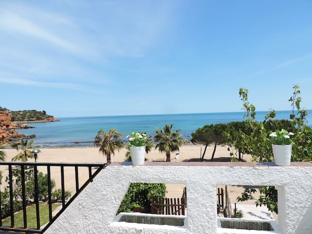 SEAFRONT VILLA WITH DIRECT ACCES TO THE BEACH! - L'Ampolla - Reihenhaus