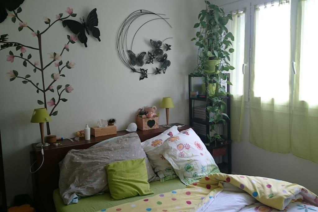 la chambre avec lit (160/190)